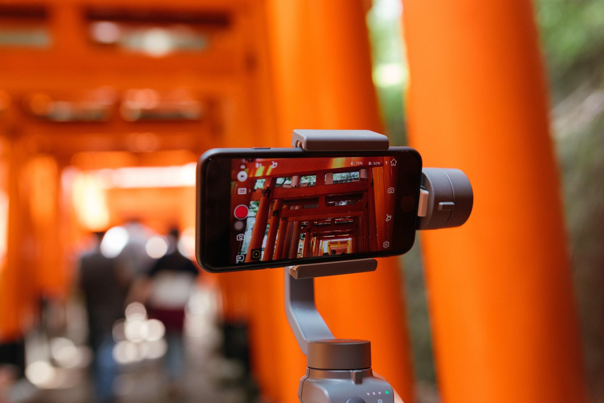 Online-Video-Monitor 2021: Videos werden häufiger live gestreamt